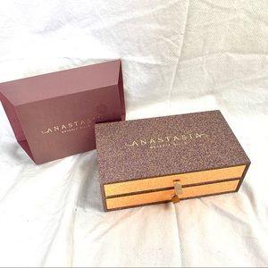 Anastasia Beverly Hills Storage Eyeshadow Box.